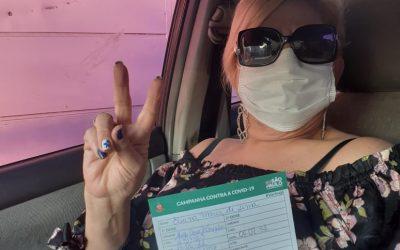 Eliana de Lima recebe a 1ª dose da vacina contra Covid-19 e aproveita para criticar o atual cenário político do país