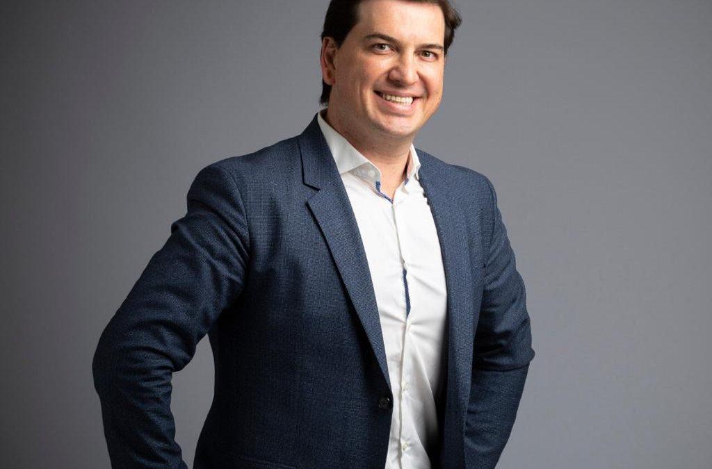 Vinicius Dutra: saiba mais sobre a trajetória do estrategista e influenciador que é destaque no mundo dos negócios