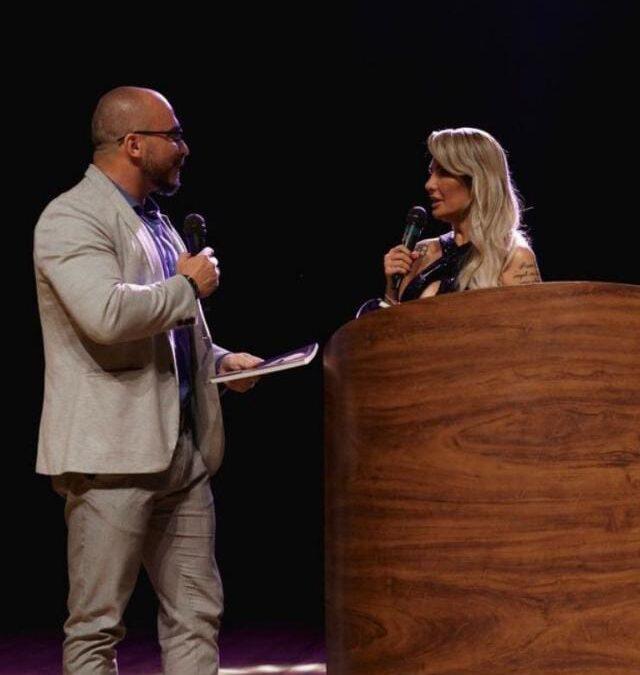 Leandro Cunha recebe prêmio como Gênio da Atualidade